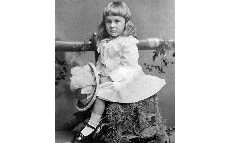 Фр. Д. Рузвельт, будущий президент США, двух лет от роду, (1884).