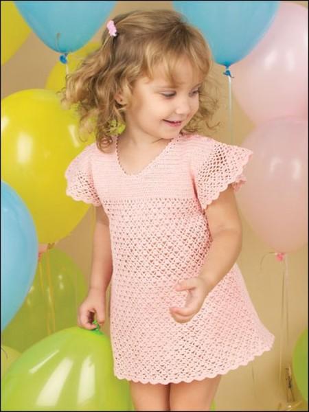 Девочка в розовых трусиках нагибается фото 194-604