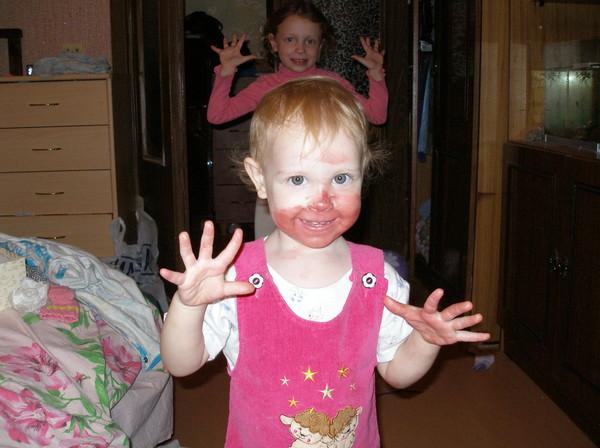 Ребенок съел свои руки
