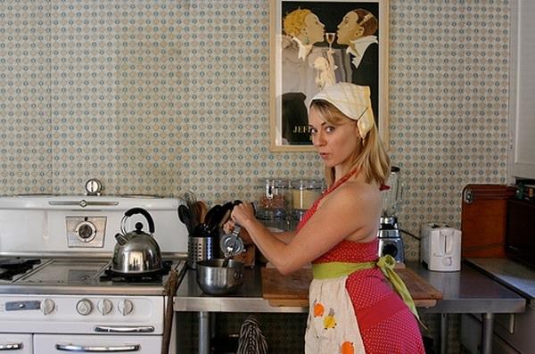 Няньку на кухне пока нет жены под