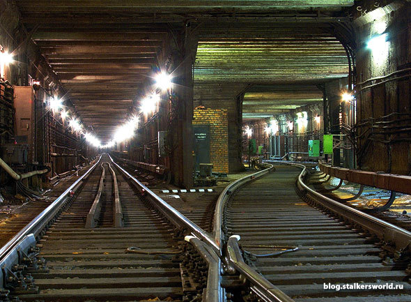 стальные двери метро подбельского