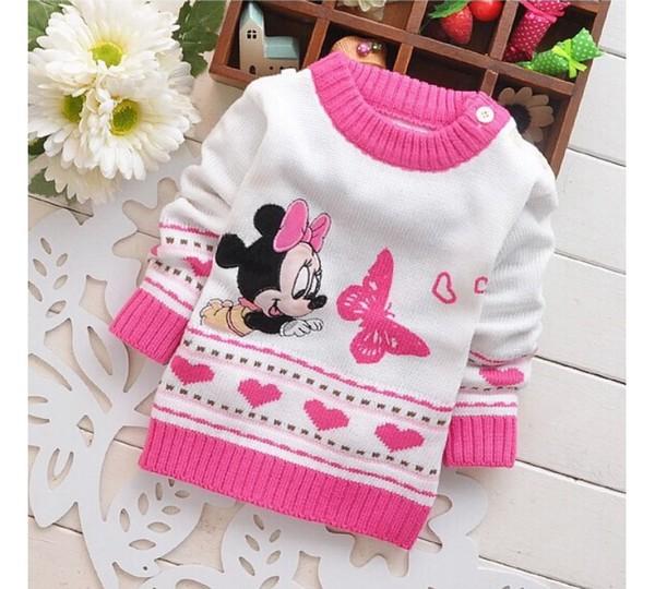 Сейчас актуальны разнообразные свитера, которые понравятся девочкам любого возраста.