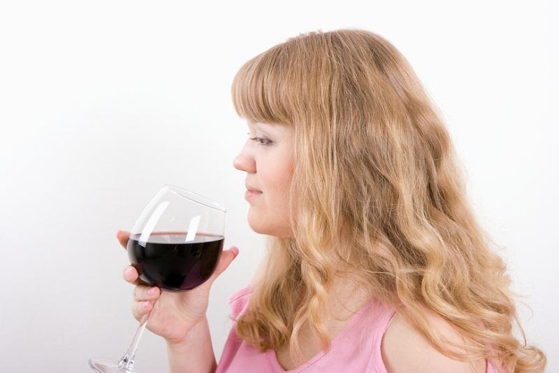 Можно ли пить вино при грудном вскармливании комаровский