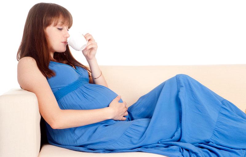 Фото женщины пьющие молоко, порно ретро молодой мужчина хочет зрелую женщину на русском языке