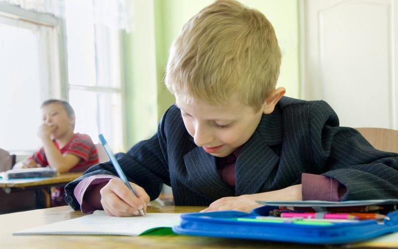 Рособрнадзор: в российских школах незаконно собирают деньги