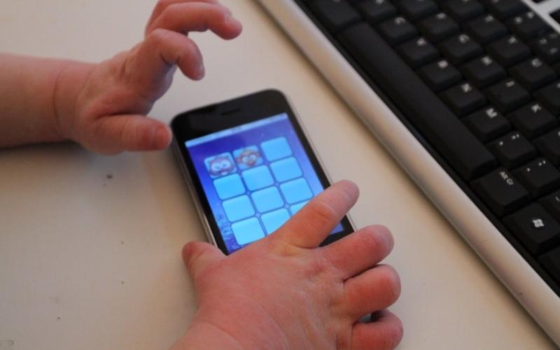 Специальные телефоны помогут найти потерянных детей