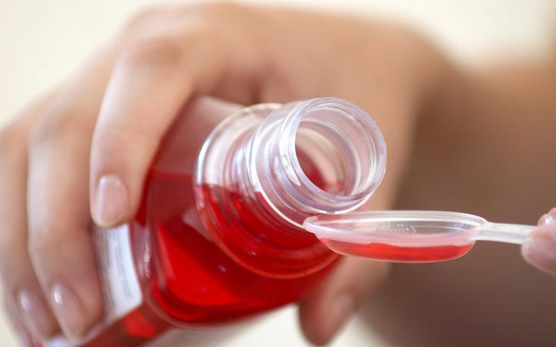 Уберите от детей: самое опасное в домашней аптечке