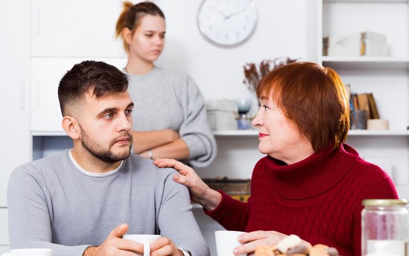 Как воспитать маменькиного сынка: вредные советы