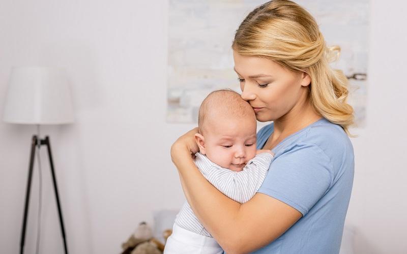 как носить новорожденного столбиком фото