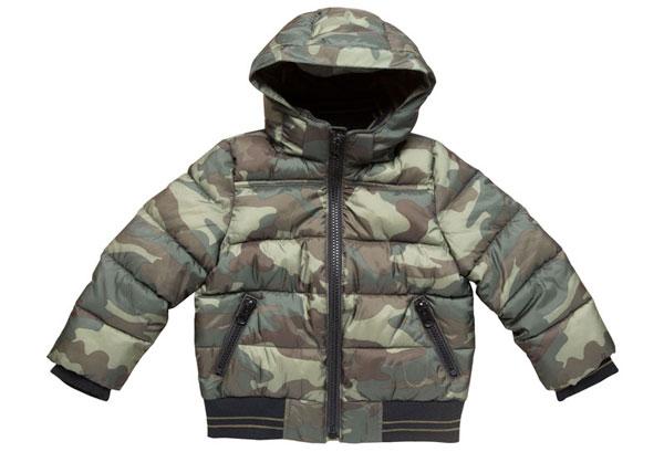 В детских куртках все составляющие элементы предназначены для повышения детям комфорта