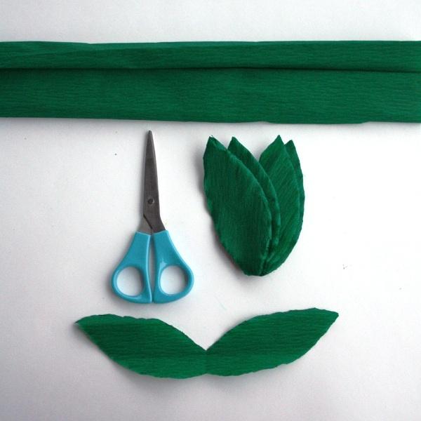 Как сделать цветы из салфеток и листик