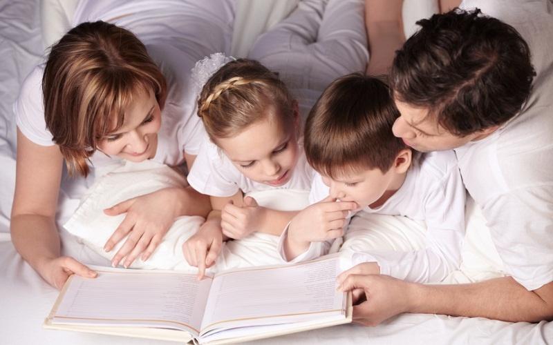 Как научить ребенка любить