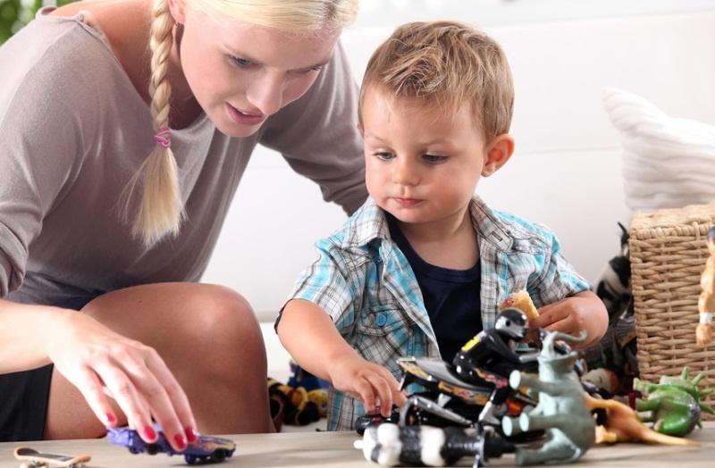 Как доверить ребенка няне