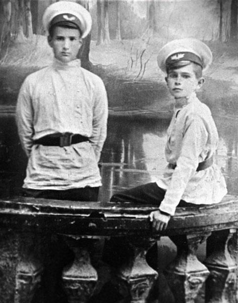 Фото РИАН: форма гимназистов дореволюционной России, конец XIX века