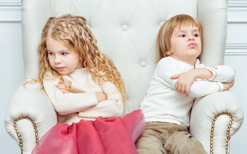 Младший брат занимается с сестрой сексом