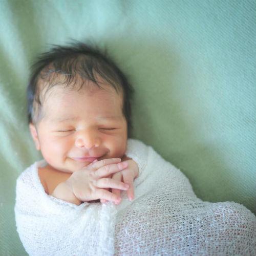Новорожденный не имеет представления о времени суток, он не знает, когда нужно спать, а когда бодрствовать.